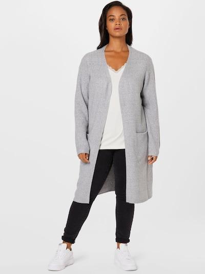 Vero Moda Curve Strickjacke 'Doffy' in graumeliert, Modelansicht