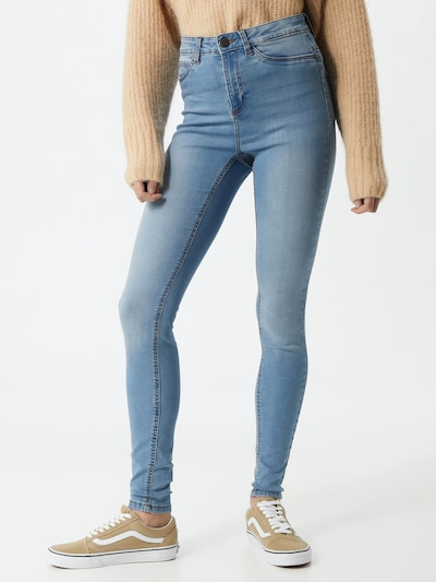 Noisy may Jeans 'Callie' in de kleur Lichtblauw, Modelweergave