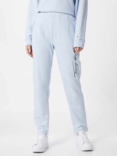 TOMMY HILFIGER Pantalon 'TOMMY HILFIGER X ABOUT YOU SWEATPANTS' en bleu, Vue avec modèle