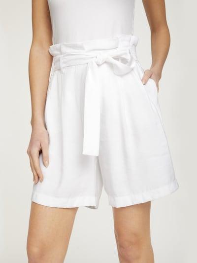 heine Shorts in weiß, Modelansicht