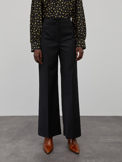 EDITED Spodnie w kant 'Milana' w kolorze czarnym, Podgląd na modelu(-ce)