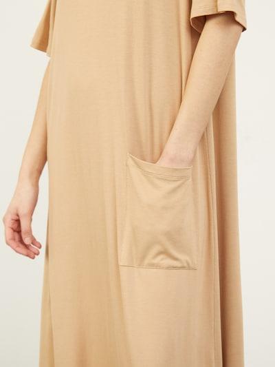 Aligne Robe 'Cenni' en camel, Vue avec produit