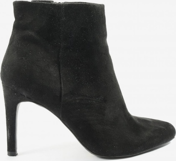 Another A Booties in 37 in Schwarz