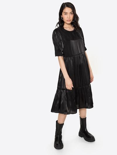 Cream Robe 'Cecilie' en noir, Vue avec modèle
