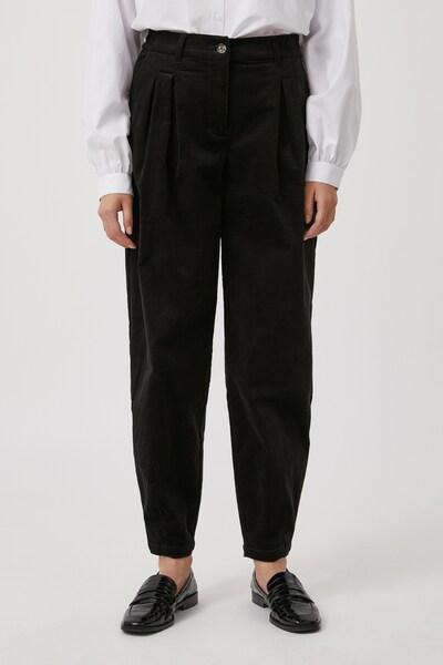 Finn Flare Stoffhose in schwarz, Modelansicht