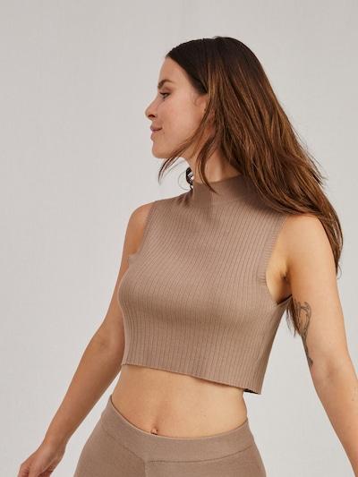 Pullover 'Effie' A LOT LESS di colore beige, Visualizzazione modelli