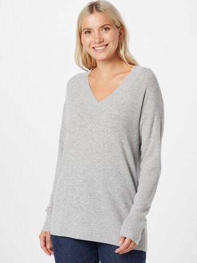 Pullover GAP di colore grigio chiaro, Visualizzazione modelli