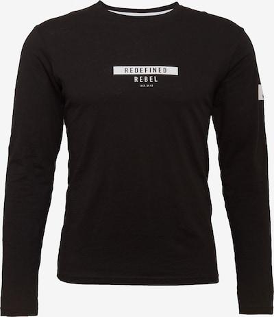 Redefined Rebel T-Shirt 'Guti' en noir, Vue avec produit