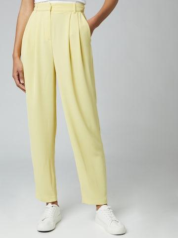 Pantaloni con pieghe 'Mila' di Guido Maria Kretschmer Collection in giallo