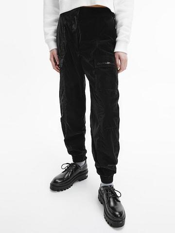 Calvin Klein Jeans Cargohose in Schwarz