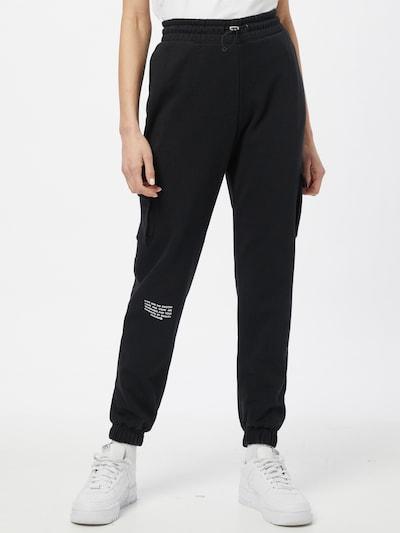 Nike Sportswear Jogginghose in schwarz, Modelansicht
