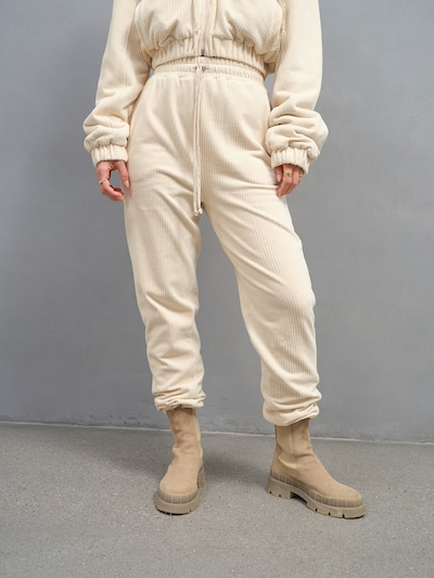 A LOT LESS Hose 'Fabienne' - (GOTS) in creme, Modelansicht
