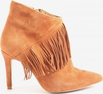 sacha Dress Boots in 38 in Orange
