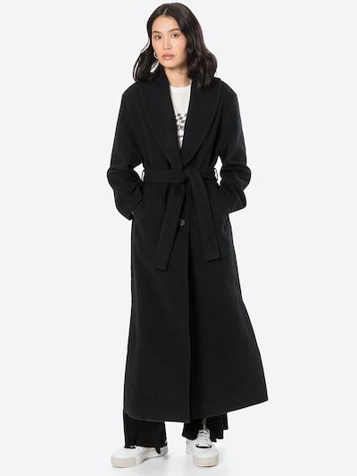 NU-IN Abrigo de entretiempo en negro, Vista del modelo