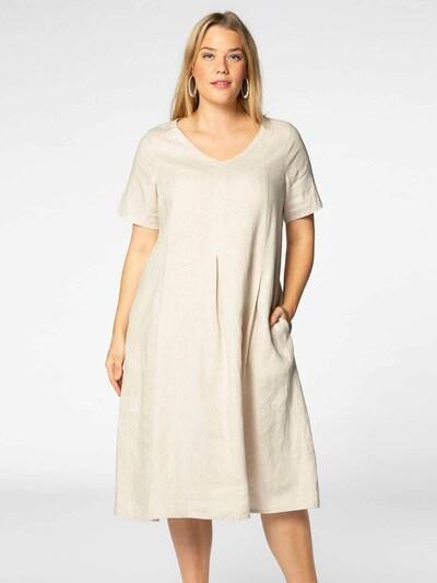 Yoek Kleid in sand, Modelansicht