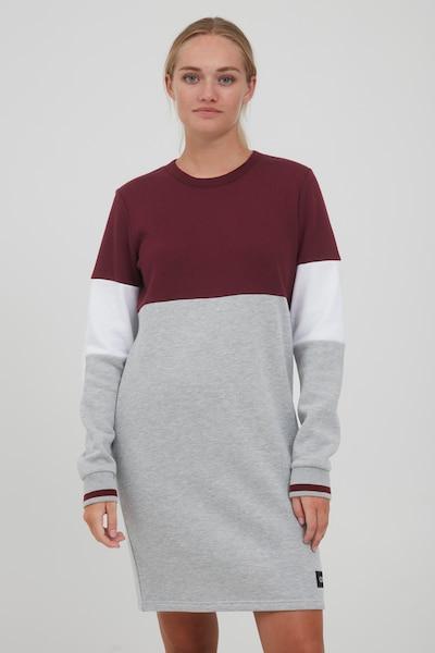 Oxmo Sweatkleid 'OMILA' in grau / weinrot / weiß, Modelansicht