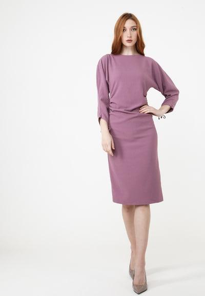 Madam-T Etuikleid 'FERNANDA' in flieder, Modelansicht