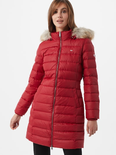 Tommy Jeans Wintermantel 'Essential' in de kleur Wijnrood, Modelweergave