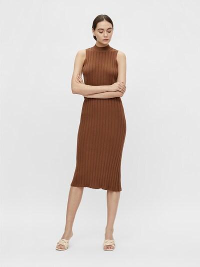 Rochie tricotat 'OBJAMIRA' OBJECT pe maro, Vizualizare model