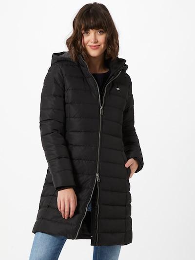 Tommy Jeans Zimski kaput u crna, Prikaz modela
