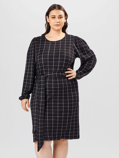 Rochie 'MARY' ONLY Carmakoma pe negru / alb, Vizualizare model