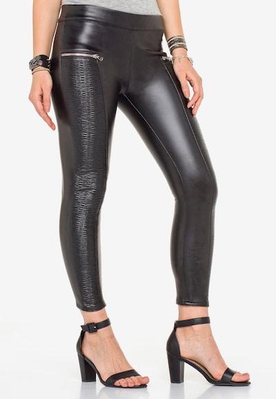 CIPO & BAXX Glänzende Leggings mit Ledertaschen in schwarz, Modelansicht