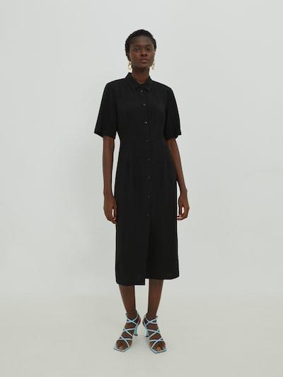 EDITED Košilové šaty 'Laila' - černá, Model/ka