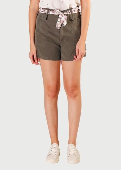 Le Temps Des Cerises Shorts 'BRITANY' in khaki, Modelansicht