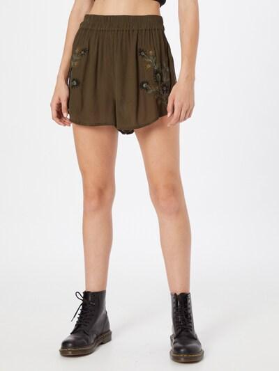 ABOUT YOU Shorts 'Smilla' in dunkelgrün, Modelansicht