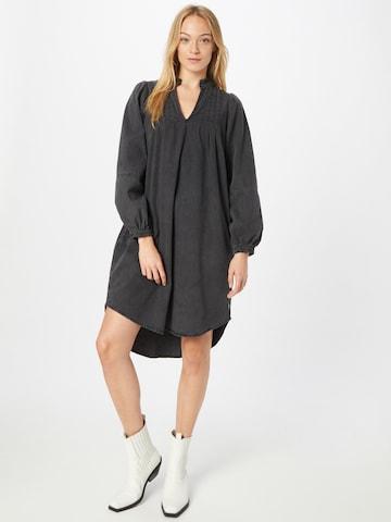 Coster Copenhagen Kleid in Grau