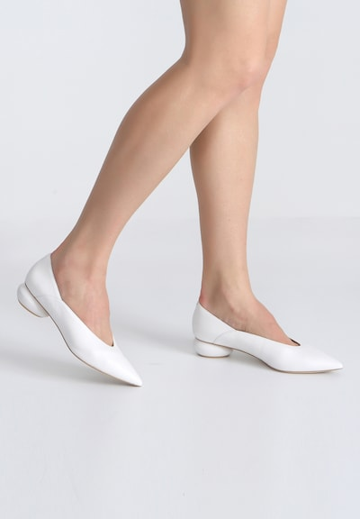 Ekonika Pumps aus glattem Leder in weiß: Frontalansicht