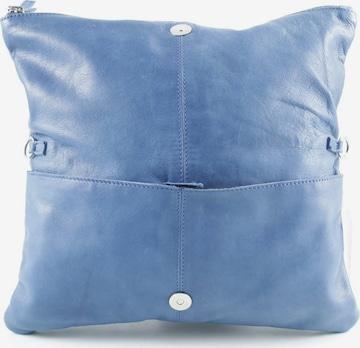 COX Clutch in One Size in Blau