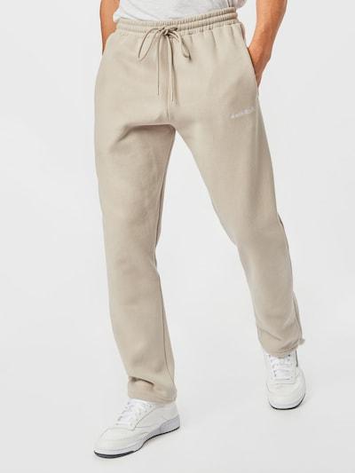 Worst Behavior Pantalon 'COLIS' en poudre / blanc, Vue avec modèle