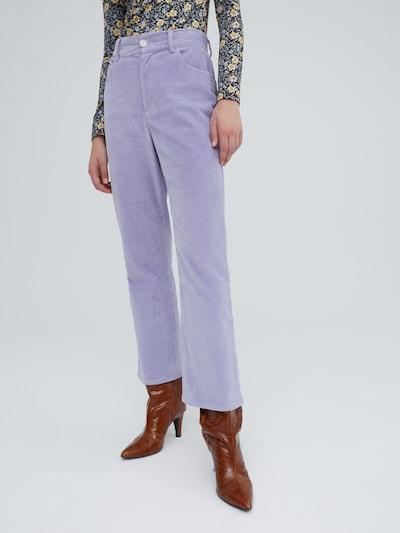 Pantaloni 'Arden' EDITED pe mov deschis, Vizualizare model