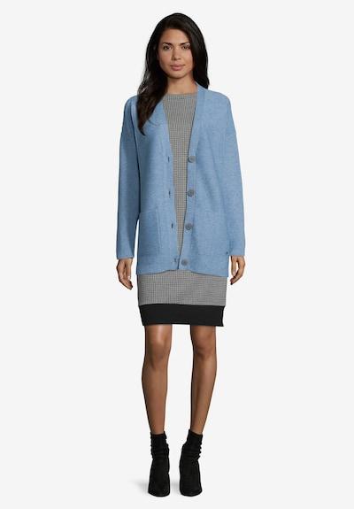 Betty & Co Strick-Cardigan mit aufgesetzten Taschen in hellblau, Modelansicht