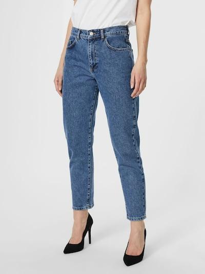 AWARE by Vero Moda Jeans 'Nadine' in blue denim, Modelansicht