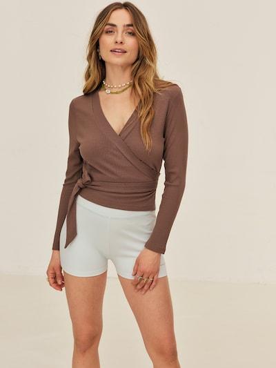 Pullover 'Sandra' ABOUT YOU x Sofia Tsakiridou di colore marrone, Visualizzazione modelli