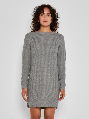 Noisy may Pletené šaty 'Siesta' - Sivá