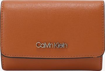 Calvin Klein Geldbörse 'TRIFOLD' in Braun