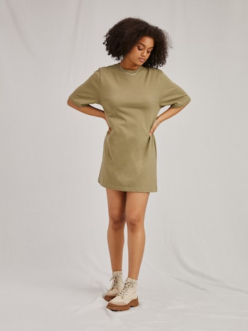 A LOT LESS Dress 'Izzie' in Green