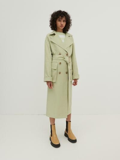 EDITED Trenchcoat 'Giuliana' in grün, Modelansicht