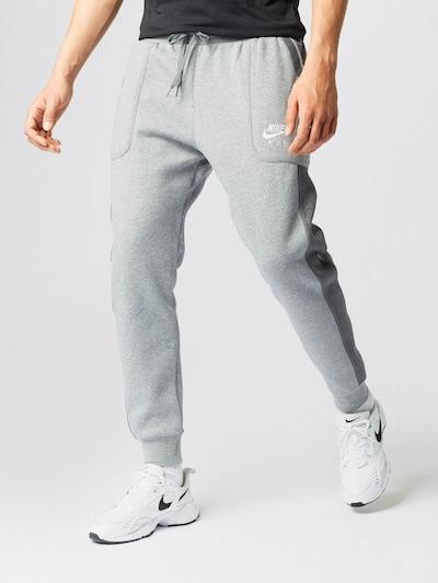 világosszürke / sötétszürke / fehér Nike Sportswear Sportnadrágok, Modell nézet