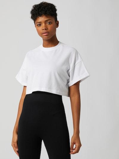 Tricou 'Stella' LeGer by Lena Gercke pe alb, Vizualizare model