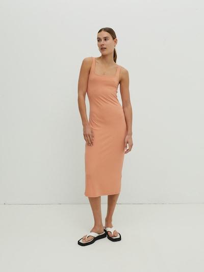 EDITED Robes en maille 'Quinn' en orange, Vue avec modèle