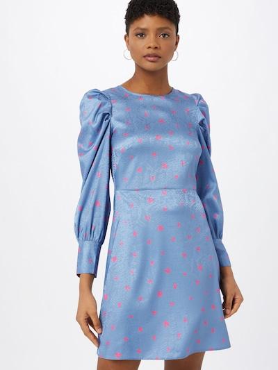Closet London Robe en bleu fumé / rose, Vue avec modèle