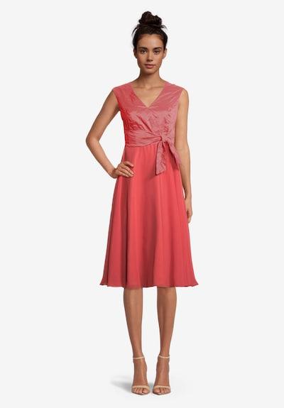Vera Mont Cocktailkleid mit Crinkle-Effekt in rot, Modelansicht