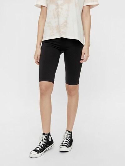PIECES Shorts 'Lunni' in schwarz, Modelansicht