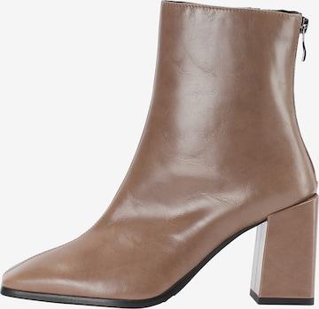 FELIPA Ankle Boots in Grey