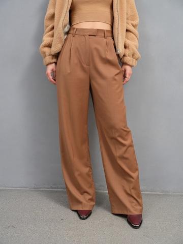 A LOT LESS Hose 'Mila' in Braun