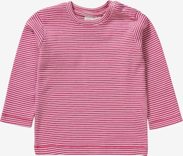 People Wear Organic Shirt in Pink